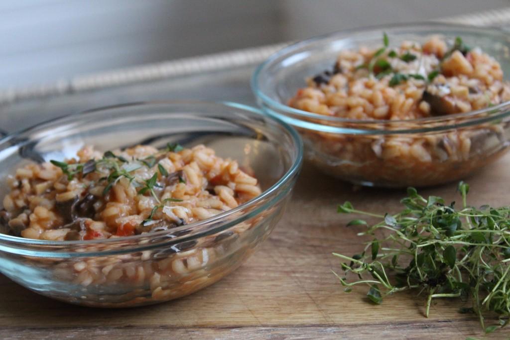 Cremet svamperisotto med tomat og mozzarella