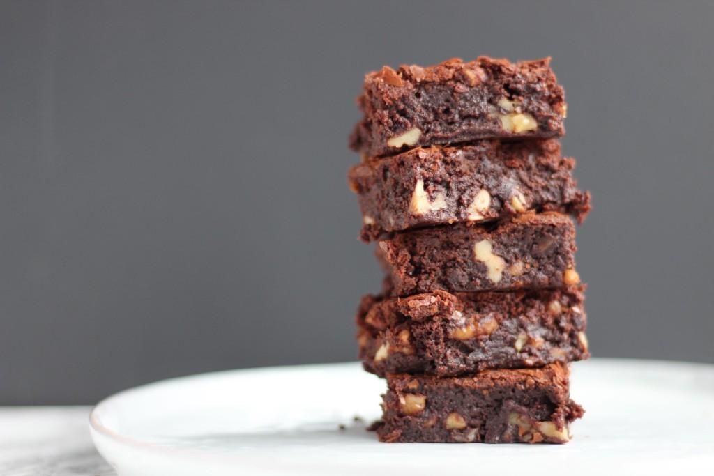 Brownie med chokolade og valnødder. Bysachse.dk 1